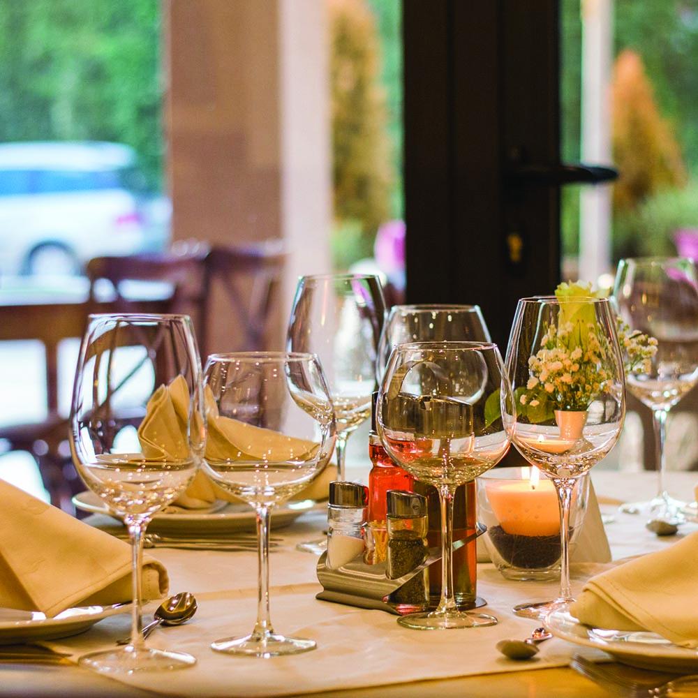 tavola apparecchiata ristorante